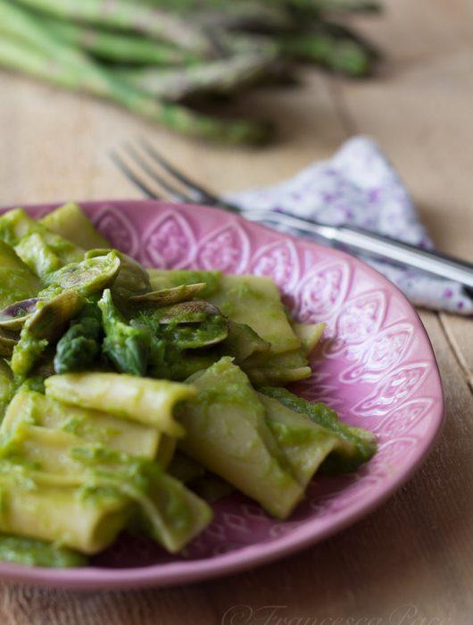 Pasta con asparagi e vongole ricetta