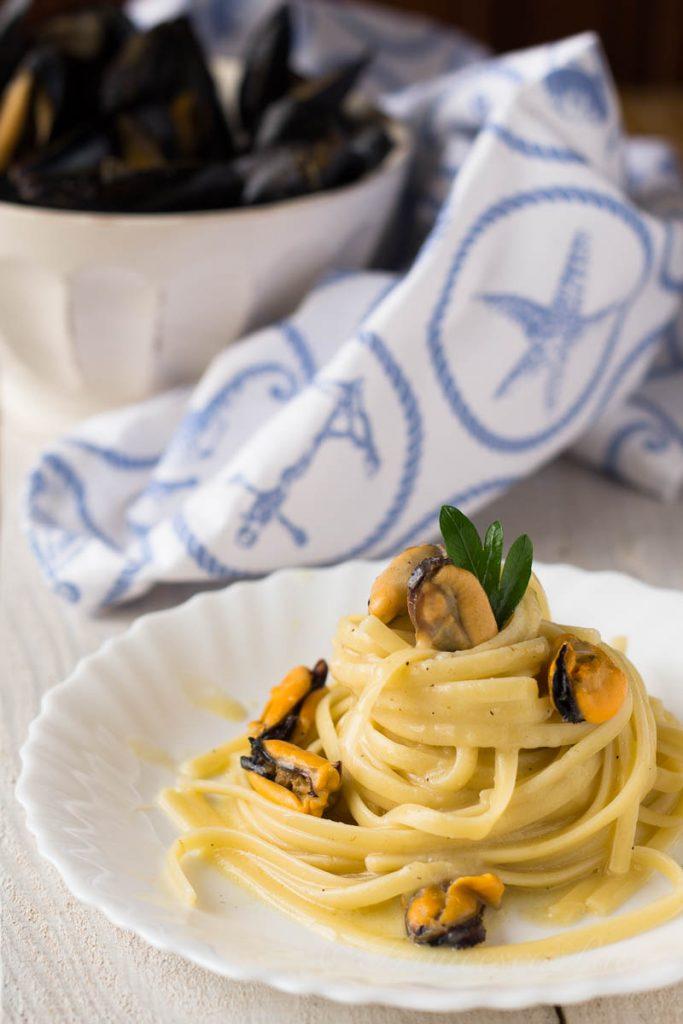 Spaghetti con le cozze e parmigiano_