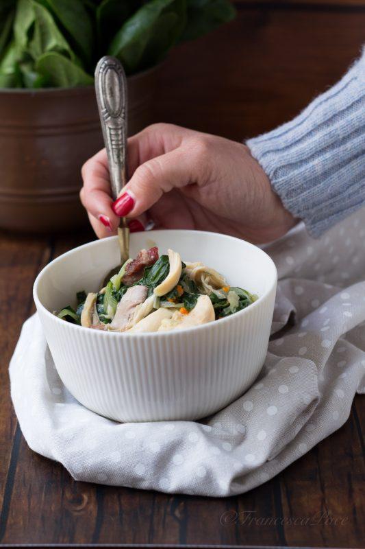 zuppa di pollo e bietole in brodo