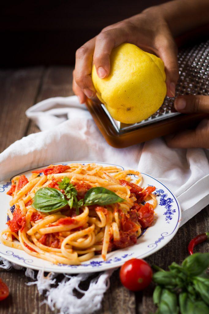 spaghetti al pomodoro fresco e limone