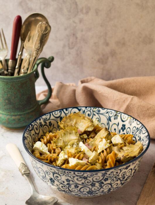 Insalata di pasta al pesto, carciofini e primosale 2