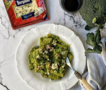 pasta con crema di broccoli, patate e salsiccia